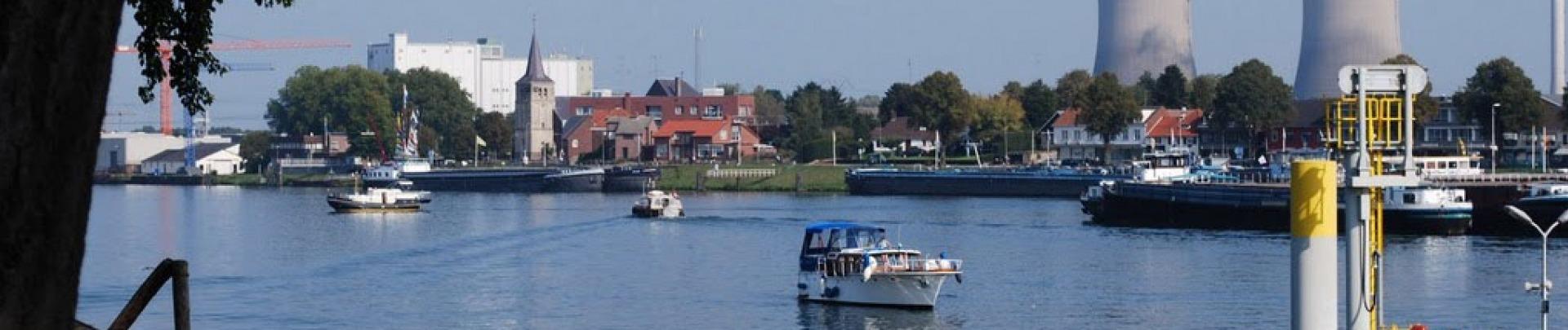 De haven van Maasbracht