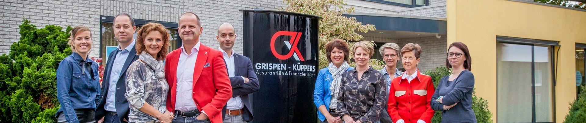 het team van  Grispen-Küppers staat voor het pand